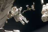 Astronaut Dave Wolf: second spacewalk at the Endeavour's mission STS-127