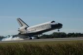 STS-129: Atlantis touches down on Runway 33 at the Shuttle Landing Facility at NASA's KSC