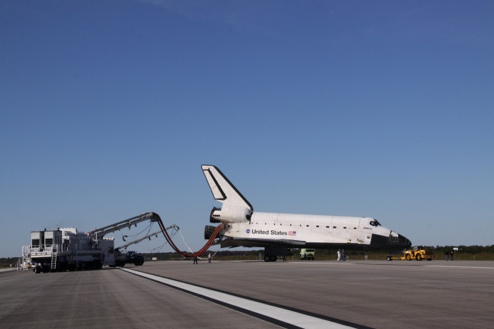 After landing on Runway 33, Space Shuttle Atlantis (STS-129) Is towed from the Shuttle landing facility to Orbiter Processing Facility-1 (OPF-1), November 27, 2009 NASA John F. Kennedy Space Center, State of Florida, USA