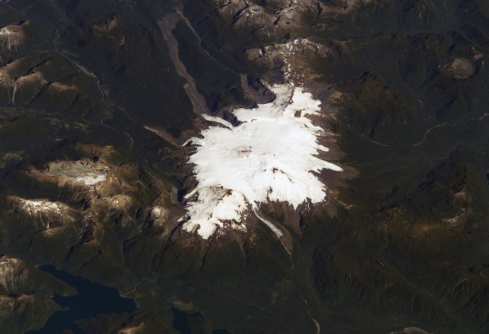 Michinmahuida and Chaitén volcanoes, Chile (29 March 2003)  Source: NASA