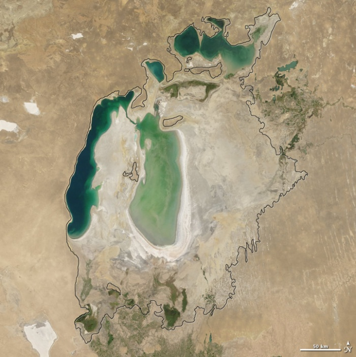 Aral sea in 2006 as seen by images from the Moderate Resolution Imaging Spectroradiometer (MODIS) on NASA's Terra satellite. Especially large retreats in the eastern lobe of the Southern Sea appear to have occurred between 2005 and 2006. Photo and words: NASA