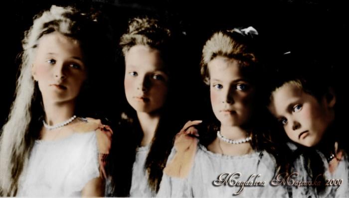 The Grand-Duchesses Olga, Tatiana, Maria and Anastasia Nikolaevna in 1906  Source: http://pixelsmashing.com/lo/anastasia-romanov-anna-anderson-mystery.html