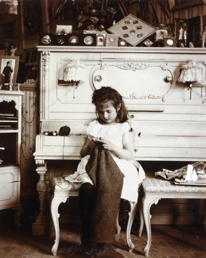 This photograph of Grand Duchess Anastasia Nikolaevna of Russia is from the Beinecke Library and can be used with attribution. The correct credit line is Romanov Collection, General Collection, Beinecke Rare Book and Manuscript Library, Yale University. The address is http://beinecke.library.yale.edu/dl_crosscollex/SearchExecXC.asp