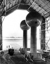 Robert Van de Graaff's generators at Round Hill, Massachusetts (1937)