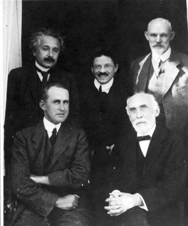 Front row: Arthur Eddington and Hendrik Lorentz; back row: Albert Einstein, Paul Ehrenfest and Willem de Sitter at the Leiden Observatory, circa September 1923. Photo courtesy AIP Emilio Segrè Visual Archives.  Source: http://www.aip.org/history/newsletter/spring2008/esvadoe-photo.html